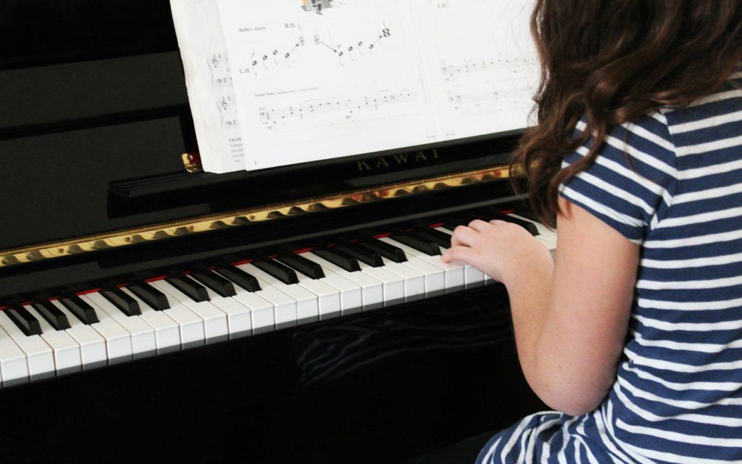 Det er hjemme du lærer å spille piano